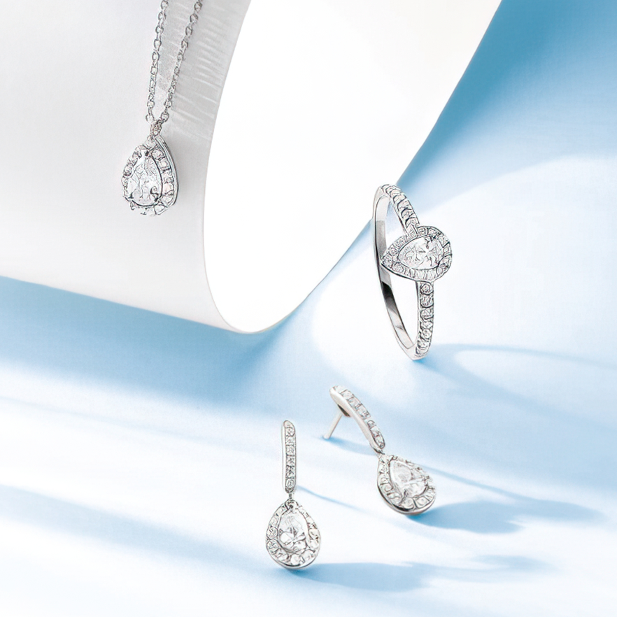 Ensemble de bijoux collier boucles d'oreille et bague Pelissier